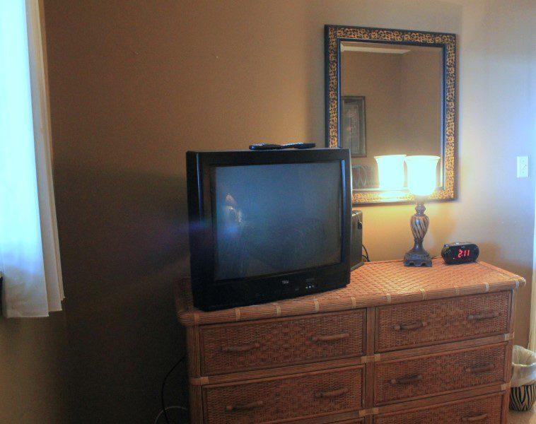 Guest Bedroom TV (Custom)